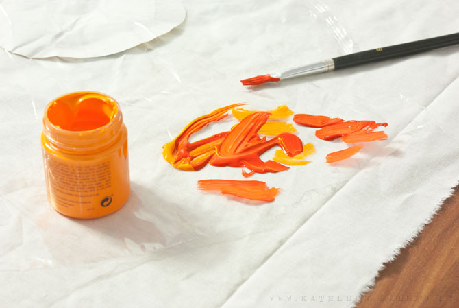 Die Textilfarbe kann auch gemischt und mit Wasser verdünnt werden