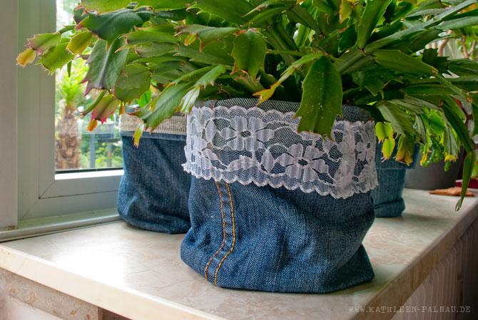 Jeans-Upcycling: Übertopf mit Spitze