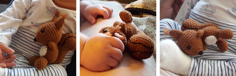 Tristan und Jasper spielen mit Pelle