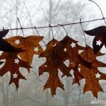 Hübsche Blättergirlande für den Herbst im Wohnzimmer