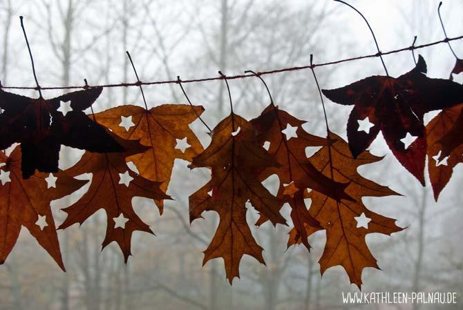Blättergirlande am Fenster