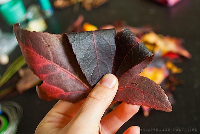 Schritt 2: Blätter einrollen
