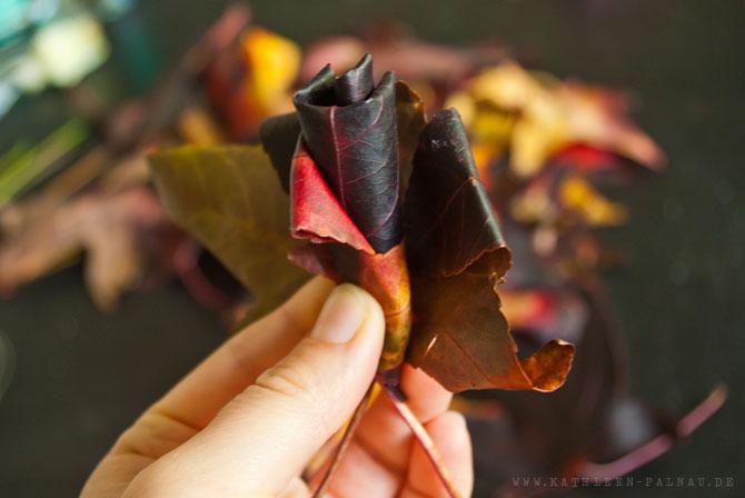 Schritt 4: Blätter einrollen