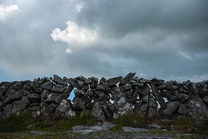 Typische irische Steinmauer