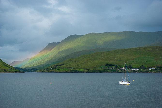 Regenbogen und Boot in Connemara