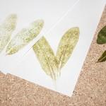 Wie man Briefpapier mit Blätterstempeln verschönern kann