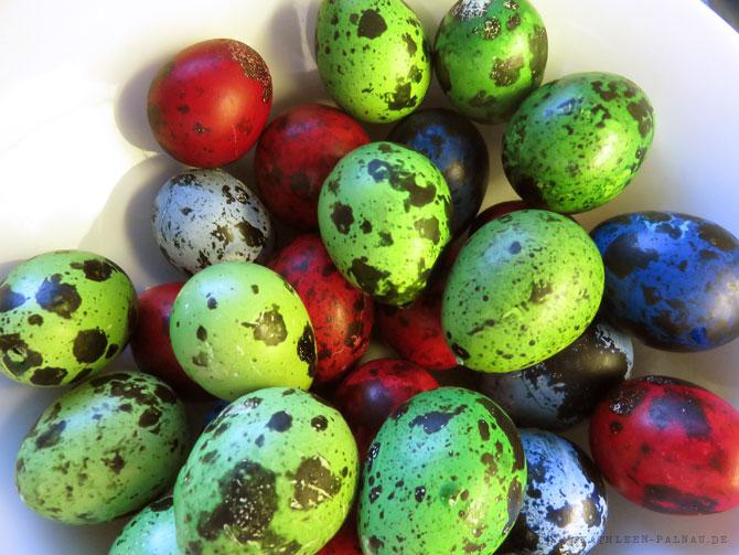 Gefärbte Wachteleier zu Ostern