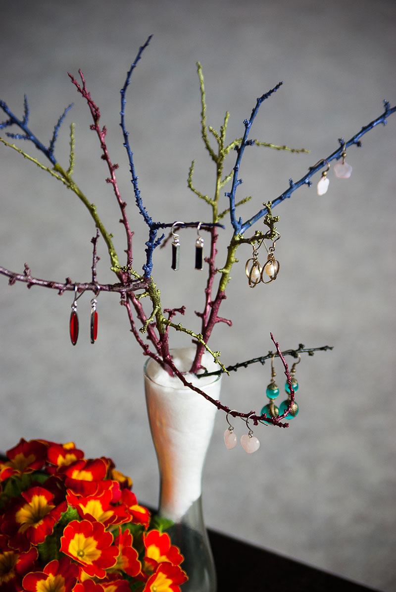 Zweige als Ohrringehalter